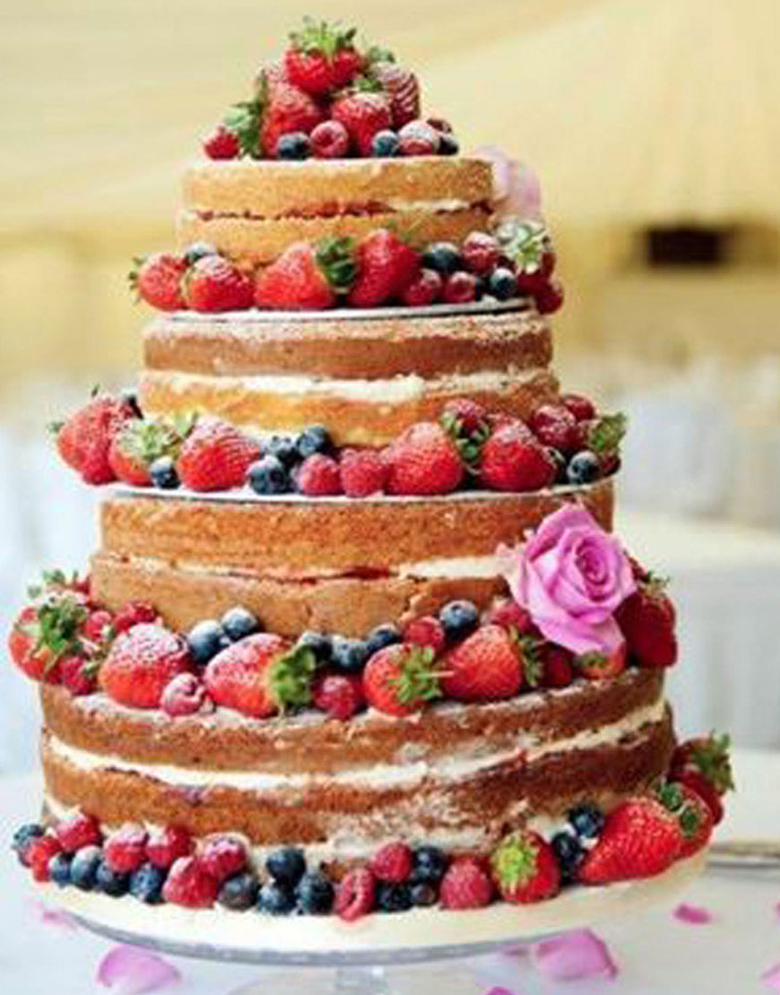 A BERRY MERRY WEDDING CAKE